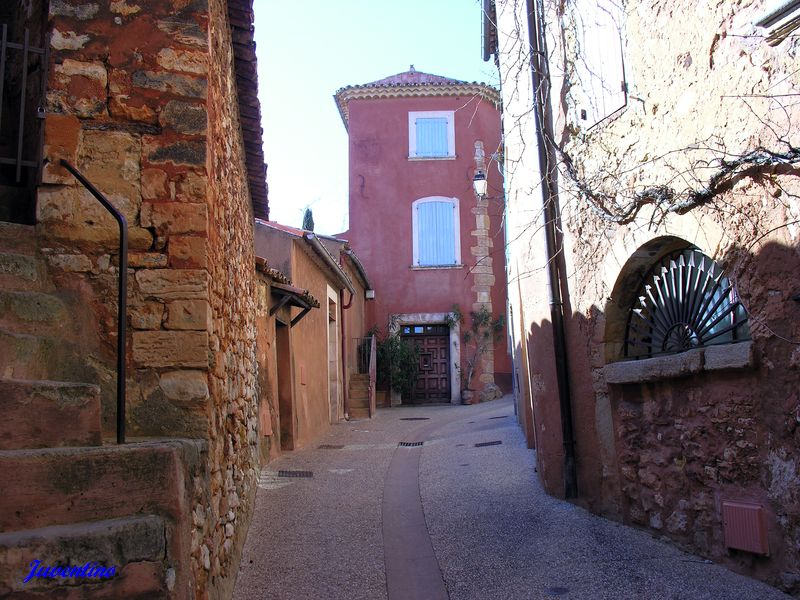 Фотографии: Roussillon - достопримечательности Русийона, Прованс, Франция. Что посмотреть в Русийоне. Окрестности Авиньона. Охристая тропа - Le Sentier des Ocres. Куда съездить из Авиньона, что обязательно стоит посмотреть в Провансе, самые красивые пейзажи Прованса, самые интересные места в провансе, недалеко от Марселя, от Экс ан Прованса, от Авиьона